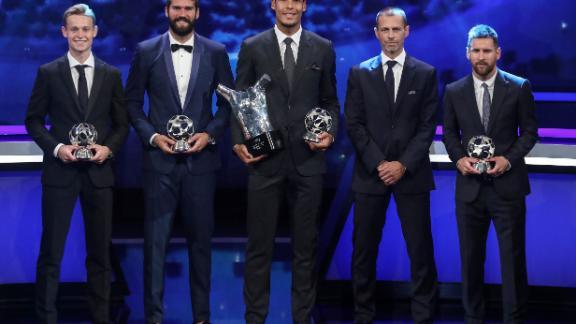 Frenkie de Jong, Alisson Becker, Virgil van Dijk, UEFA President Aleksander Ceferin and Lionel Messi pose with their trophies.
