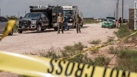 FBI agents seek a home suspected to be in contact with a suspect A fatal massacre on September 1, 2019 in West Odessa, Texas.