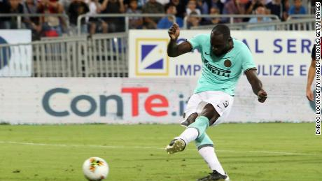 Lukaku scores against Cagliari.