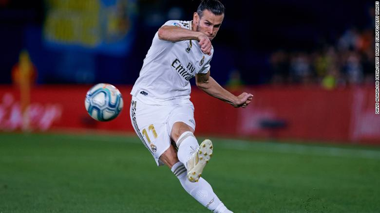 Gareth Bale takes aim against Villareal. His two goals helped Real Madrid earn a draw.
