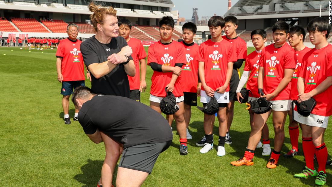 During their five-day spells in Japan before the tournament, Welsh rugby coaches train over 1,000 people, with people of all ages sharing the rugby pitch.