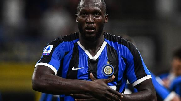 Inter Milan's Belgian forward Romelu Lukaku celebrates after scoring during the Italian Serie A football match Inter Milan vs US Lecce on August 26, 2019 at the San Siro stadium in Milan. (Photo by Miguel MEDINA / AFP)        (Photo credit should read MIGUEL MEDINA/AFP/Getty Images)