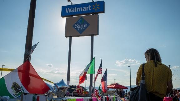 """Mexican and American flags stand during a vigil outside a Walmart Inc. retail store following a mass shooting in El Paso, Texas, U.S., on Tuesday, Aug. 6, 2019. PresidentDonald Trumpendorsed an expansion of background checks for U.S. gun buyers following the massacres inElPaso, Texas, and Dayton, Ohio, but said there's """"no political appetite"""" to renew a ban on military-style rifles. Photographer: Luke E. Montavon/Bloomberg via Getty Images"""