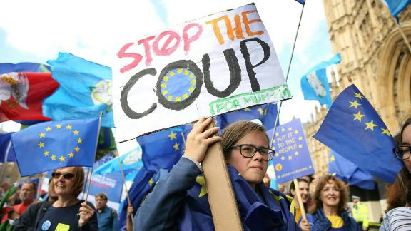 TOPSHOT - Anti-Brexit activists, and demonstrators opposing the British government's actions in relation to the handling of Brexit, protest outside the Houses of Parliament in central London on September 3, 2019. - The fate of Brexit hung in the balance on Tuesday as parliament prepared for an explosive showdown with Prime Minister Boris Johnson's that could end in a snap election. Members of Johnson's own Conservative party, including Philip Hammond, are preparing to join opposition lawmakers in a vote to try to force a delay to Britain's exit from the European Union if he cannot secure a divorce deal with Brussels in the next few weeks. (Photo by ISABEL INFANTES / AFP)        (Photo credit should read ISABEL INFANTES/AFP/Getty Images)