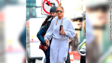Jennifer Lopez S Pink Tracksuit How J Lo Made Juicy Couture Cool Cnn Style