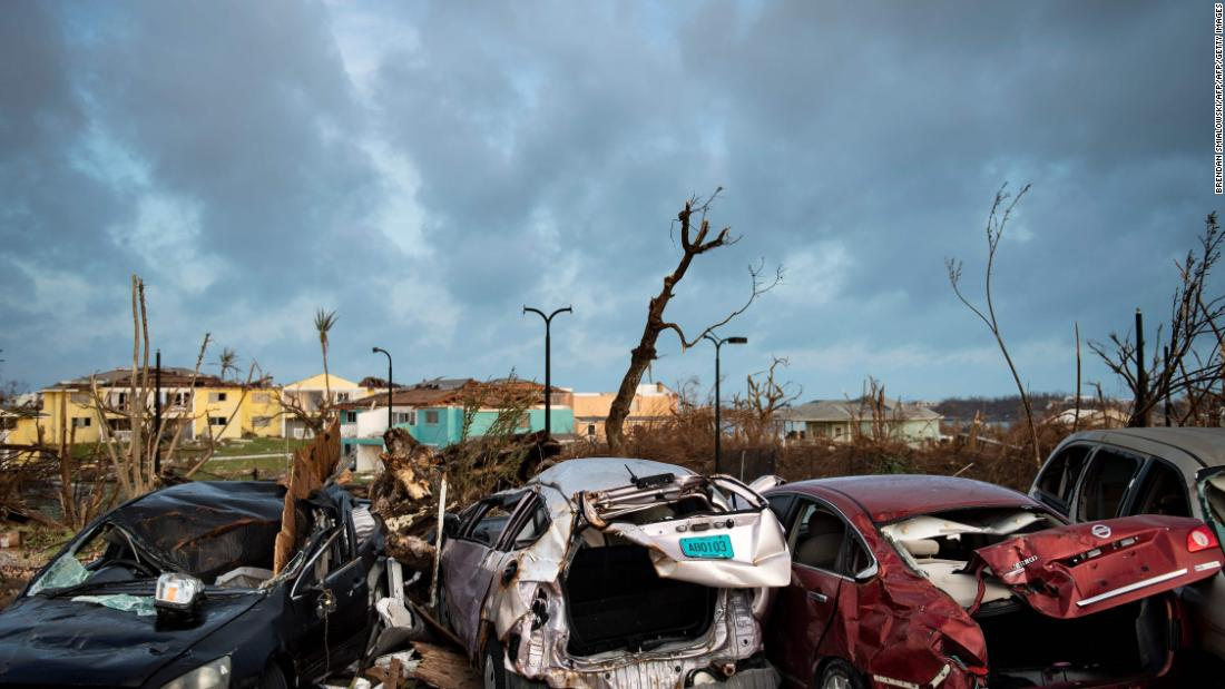 Haufen von Schutt und zersplittertes Häuser sind verlangsamt Suche, die Bemühungen in den Bahamas