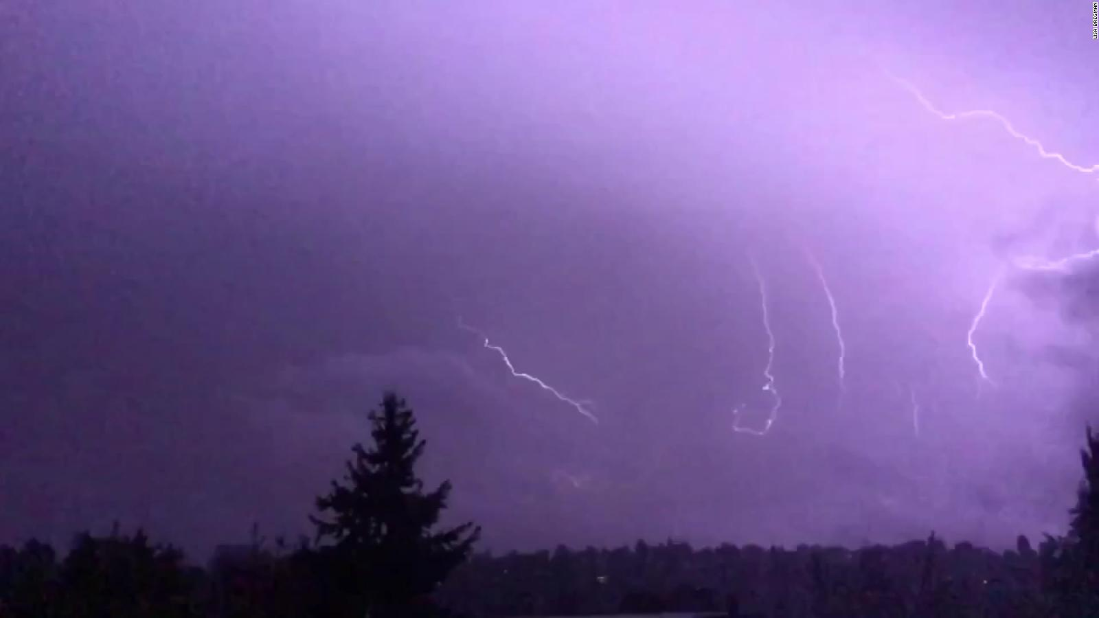 Seattle Sees More Than 1 000 Lighting Strikes In 3 Hours