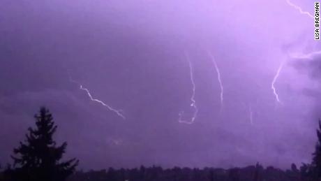 Seattle sees more than 1,000 lighting strikes in 3 hours