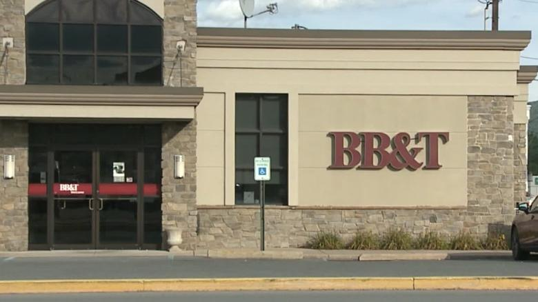 Police: Couple go on spending spree after bank error