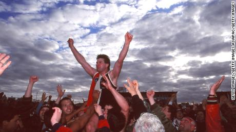 Frawley is carried aloft after his final game for St Kilda in 1995.