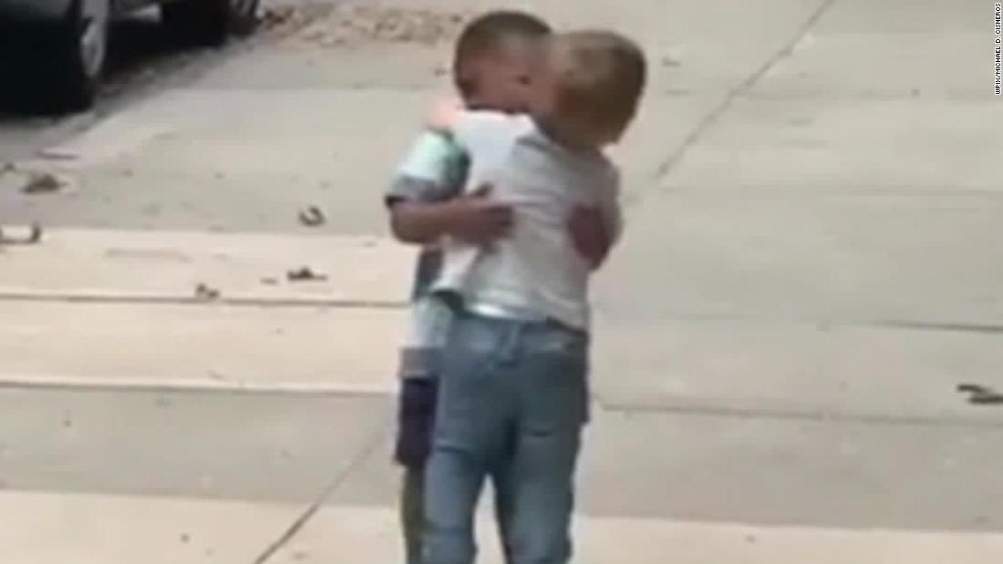 Watch the moment between two toddlers that is going viral 1