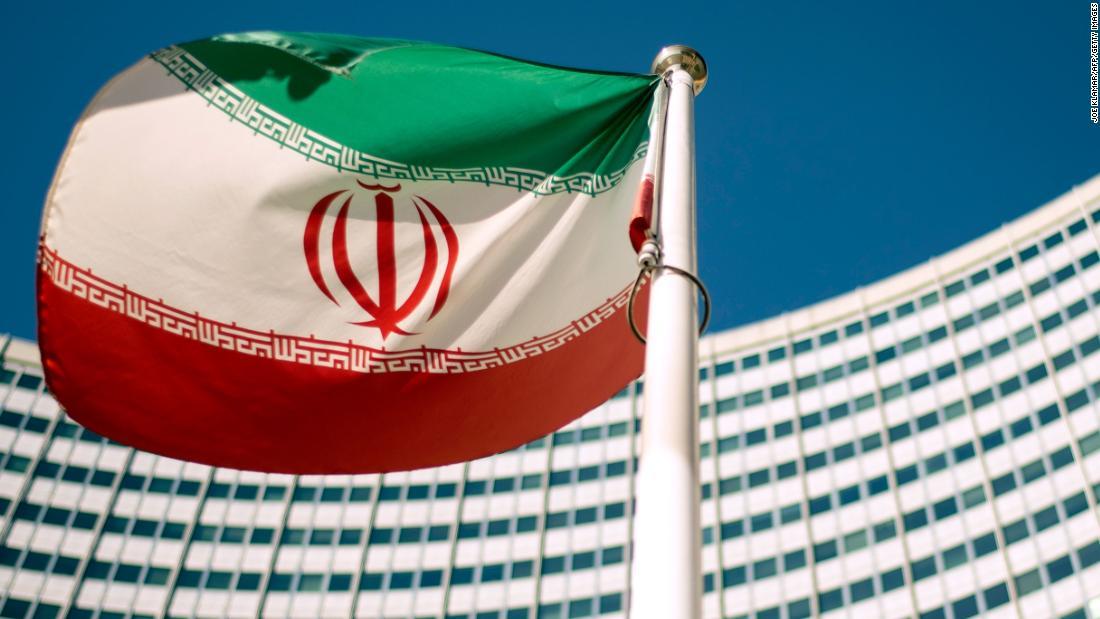 Iran tanker minyak terpukul oleh dua rudal di dekat Saudi port: berita negara