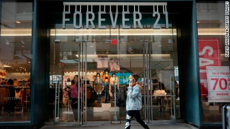 Forever 21 files for bankruptcy. It will close US stores and mostly quit Europe and Asia