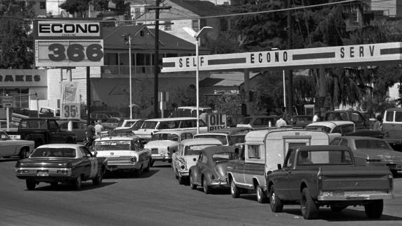 Scenes like this one in Martinez, Calif, were common Sept. 21, 1973 with Northern California service station operators threatening to shut down over the weekend to protest gas price restrictions. Motorist were rushing to fill their gas tanks.(AP photo/str)