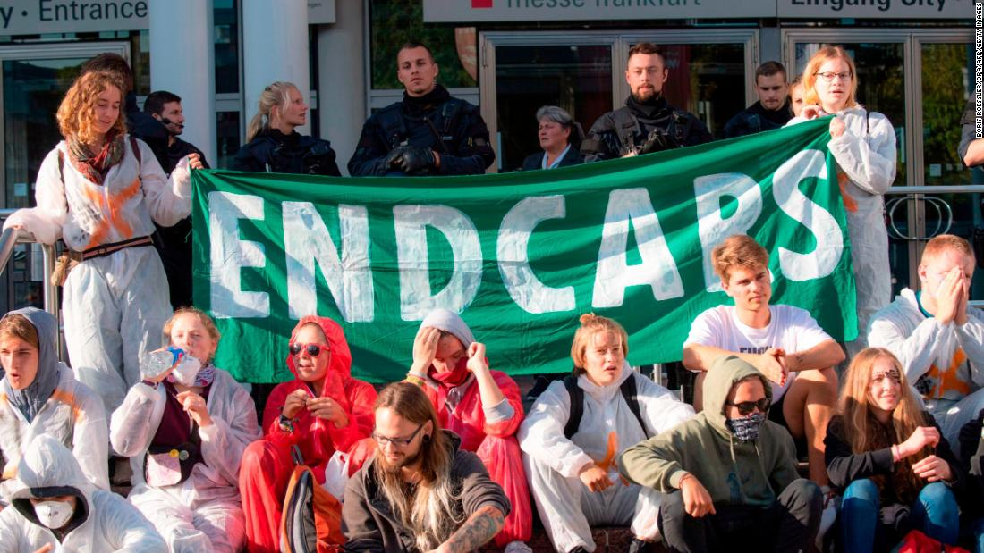 Frankfurt motor show Treffer von riesigen Klima-Proteste