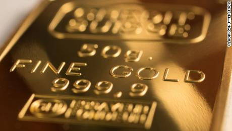 Gold is still inching toward record high levels despite volatility