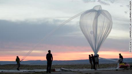 A team led by Lars Kalnajs releases a high-altitude balloon at dawn.