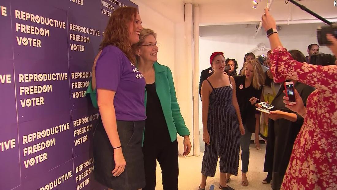 Elizabeth Warren's new campaign strategy: Selfies