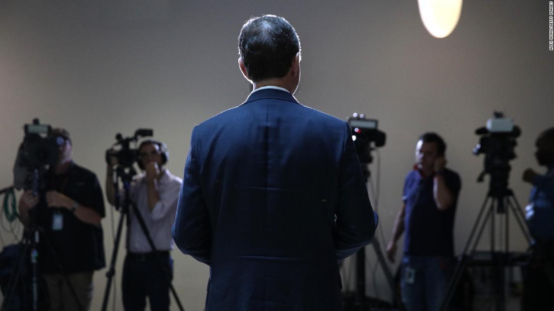 Die Risiken, denen der Präsident, die Geheimdienste und die Demokraten im Kongress sind klettern von Tag zu Tag