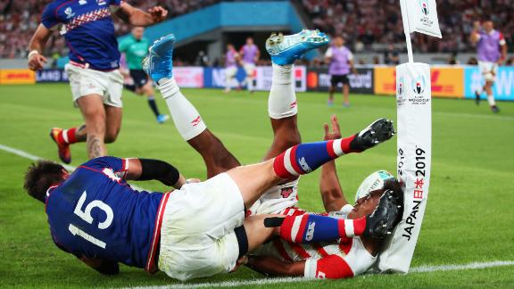 Russia scored first and led 7-0, before Japan gradually grew into the match. Kotaro Matsushima of Japan touches down for a try under pressure from Vasily Artemyev of Russia, but it is disallowed.