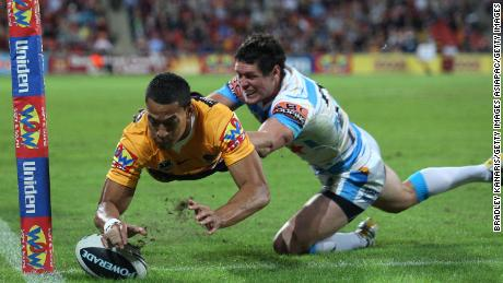 Folau scores for the Brisbane Broncos in 2010.