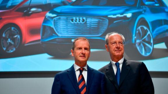 Volkswagen CEO Herbert Diess, left, and chairman Hans Dieter Poetsch.