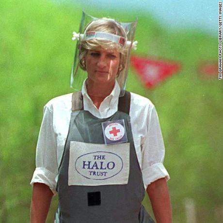 HUAMBO, ANGOLA - JANUARY 15:  Diana, Princess Of Wales, Visits A Minefield Being Cleared By The Charity Halo In Huambo, Angola, Wearing Protective Body Armour And A Visor.  (Photo by Tim Graham Photo Library via Getty Images)