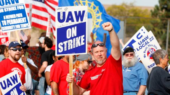 DETROIT, MI - SEPTEMBER 25: Striking United Auto Workers (UAW) union members picket at the General Motors Detroit-Hamtramck Assembly Plant on September 25, 2019 in Detroit, Michigan. The UAW called a strike against GM at midnight on September 15th, the union's first national strike since 2007. This is the union's longest national strike since 1970. (Photo by Bill Pugliano/Getty Images)