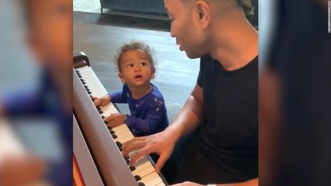 John Legend und seinen Sohn stehlen Herzen im Duett
