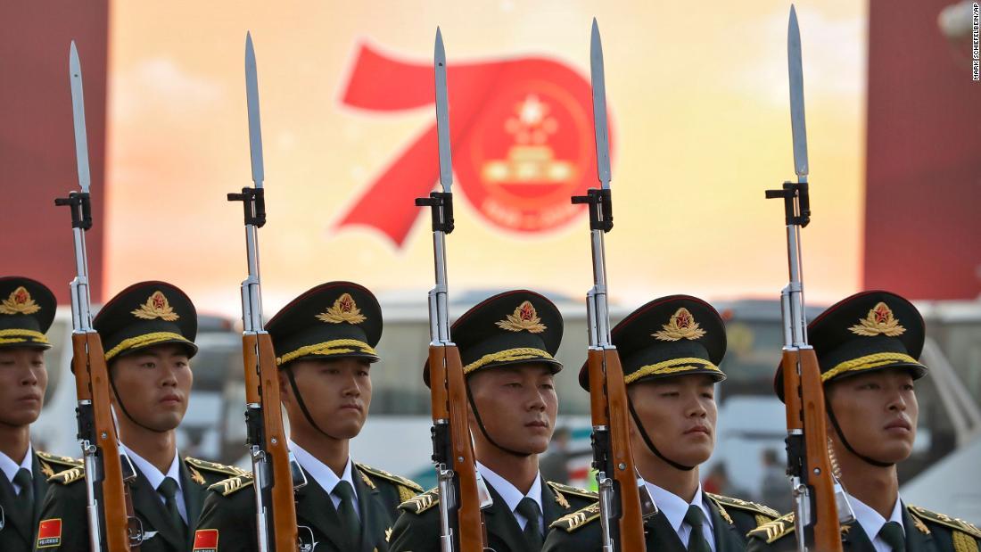 Cina meluncurkan baru rudal balistik selama parade ulang tahun