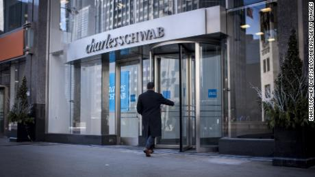 Charles Schwab and TD Ameritrade abolish stock trading commissions and ETFs. Wars with online brokers in the midst of