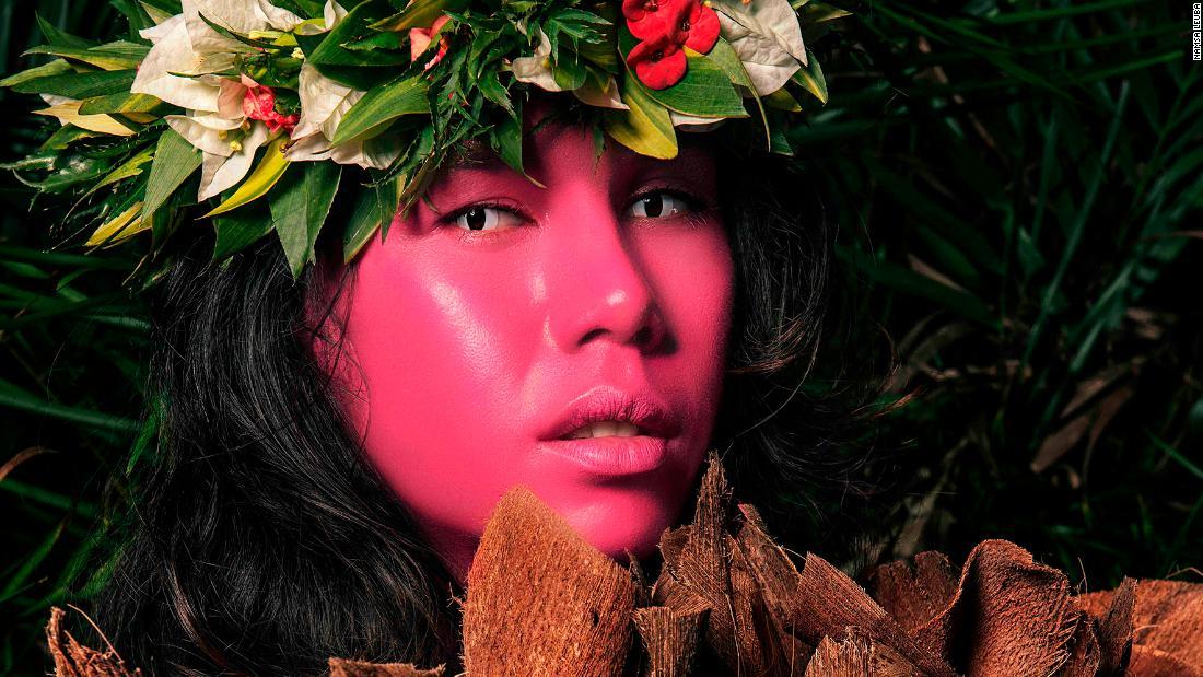 Vivid portraits shine light on Tahiti's 'third gender'