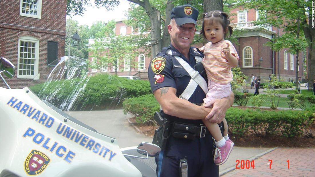 A Harvard police officer once posed with a toddler on campus. She's now a freshman, so they recreated the photo.
