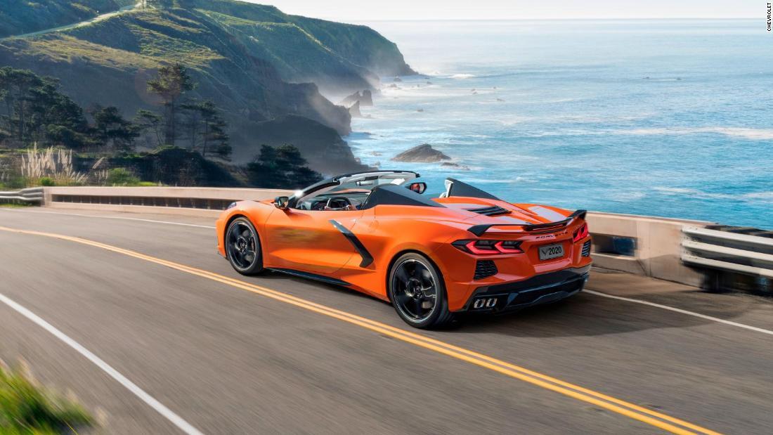 GM memperkenalkan pertama Corvette convertible dengan atap hardtop