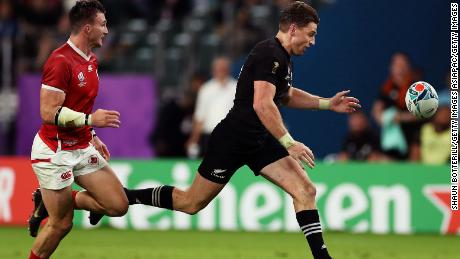 Beauden Barrett inexplicably dropped the ball while running towards the try line.