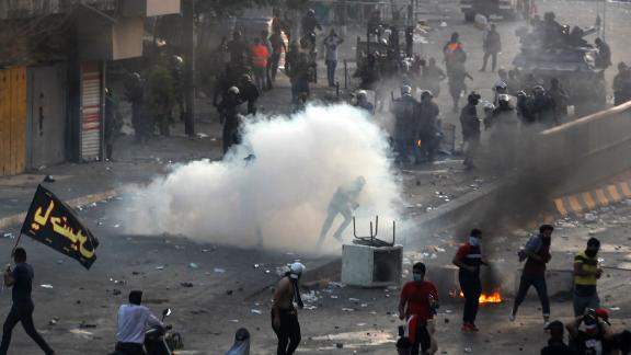 Iraqi police fire teargas at protesters during a demonstration against state corruption, failing public services and unemployment at Tayaran square in Baghdad on October 2, 2019. - Iraq