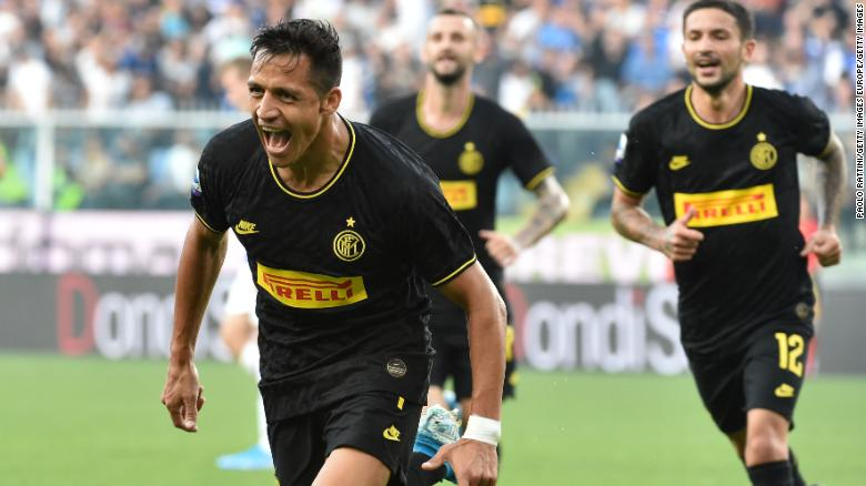 Alexis Sanchez celebrates after scoring against Sampdoria on September 28, 2019.