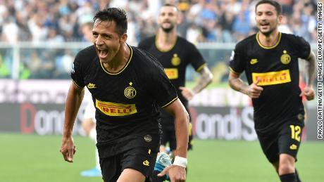 Alexis Sanchez celebrates after scoring against Sampdoria on September 28, 2019.