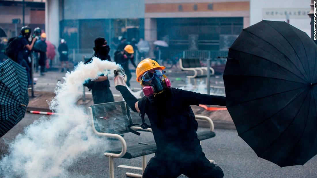 Pemimpin Hong Kong larangan mengenakan masker di protes