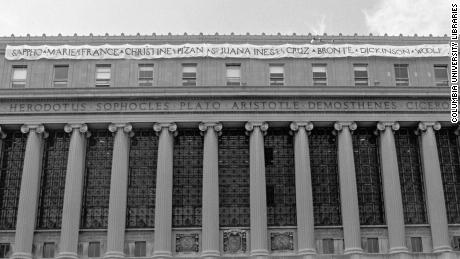 In 1989, Laura Hotchkiss Brown and a group of friends draped this banner across the front of Butler Library.