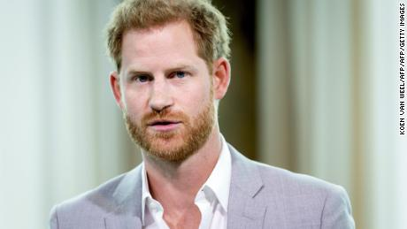 Prince Harry says every camera flash takes him back to Diana's death