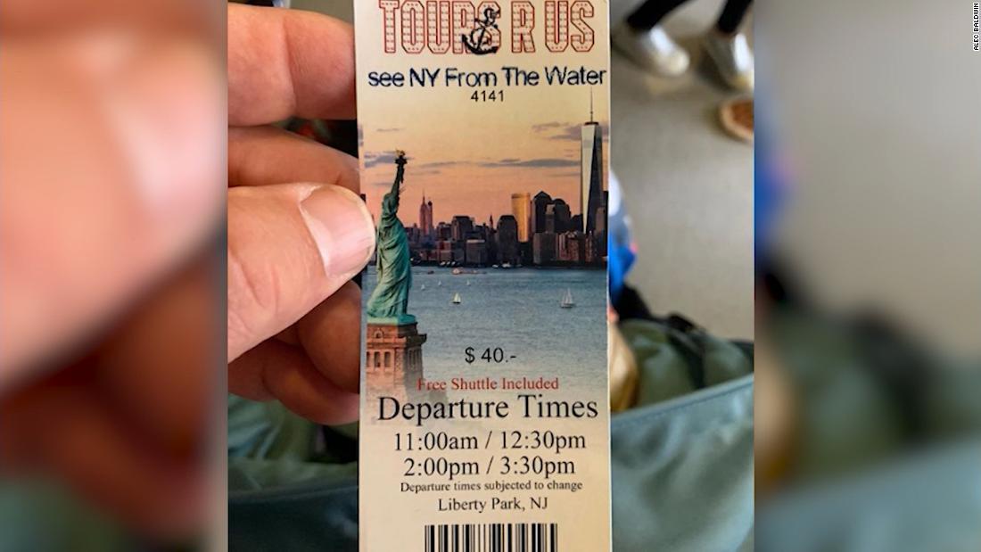 Alec Baldwin jatuh untuk klasik New York City scam