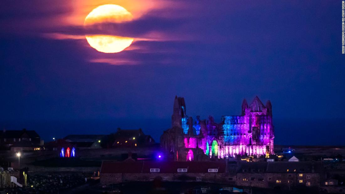見て! フルハンター月夜のライトアップ日(日)