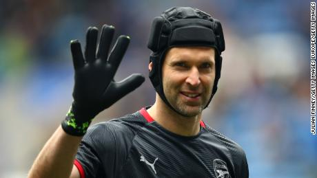 Petr Cech signs for English ice hockey team - CNN