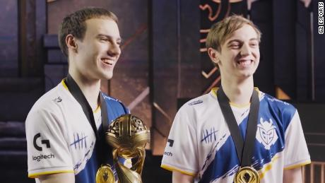 "Luka ""Perkz"" Perkovic (left) and Rasmus ""Caps"" Winther (right)."