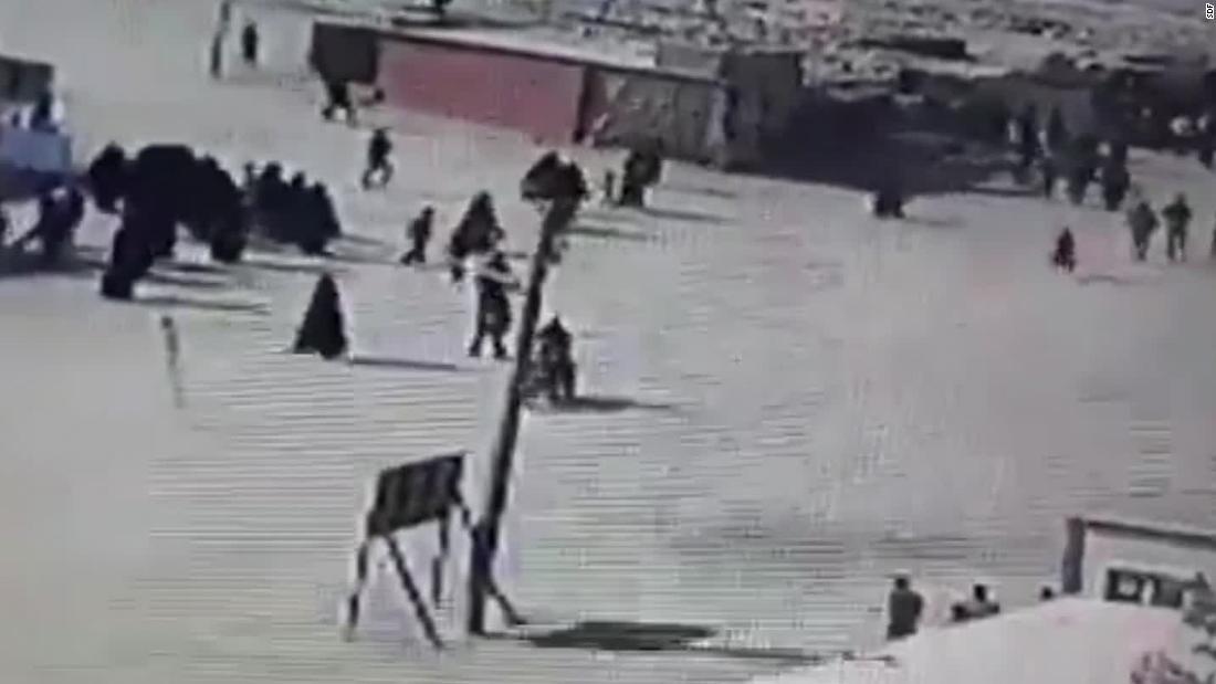 Video ini menunjukkan ISIS anggota keluarga mencoba melarikan diri camp