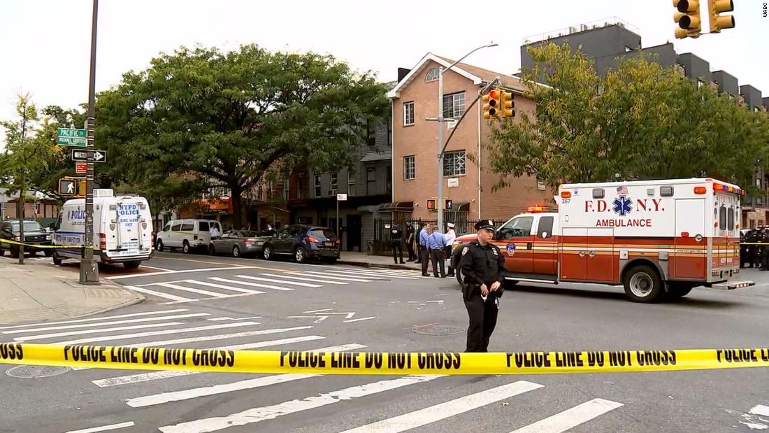 Brooklyn menembak daun sedikitnya empat orang tewas