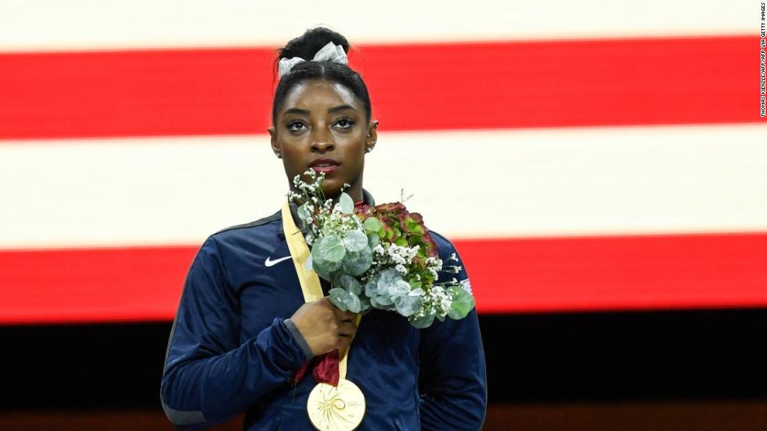 Simone Gallenflüssigkeit bindet Rekord für die meisten world gymnastics championship Medaillen