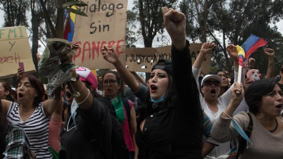 Women march through Quito to demand economic measures taken by Ecuador