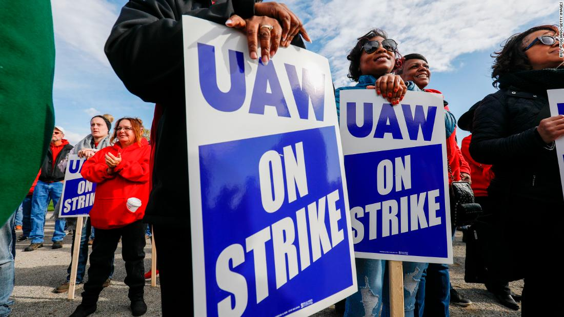 Early UAW votes on ending the GM strike a mixed bag